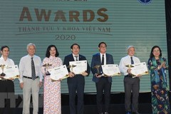 First Vietnam medical achievement award calls 16 winners
