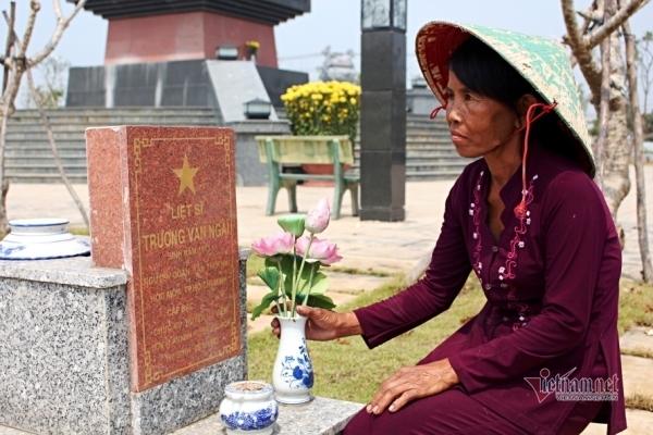 40 năm chăm sóc, bà quản trang kể chuyện linh thiêng bên mộ liệt sĩ