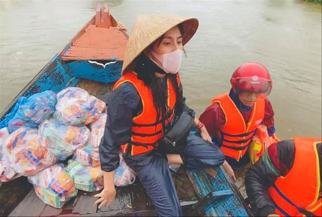 Thủy Tiên xây 10 nhà cộng đồng chống lũ cho bà con miền Trung