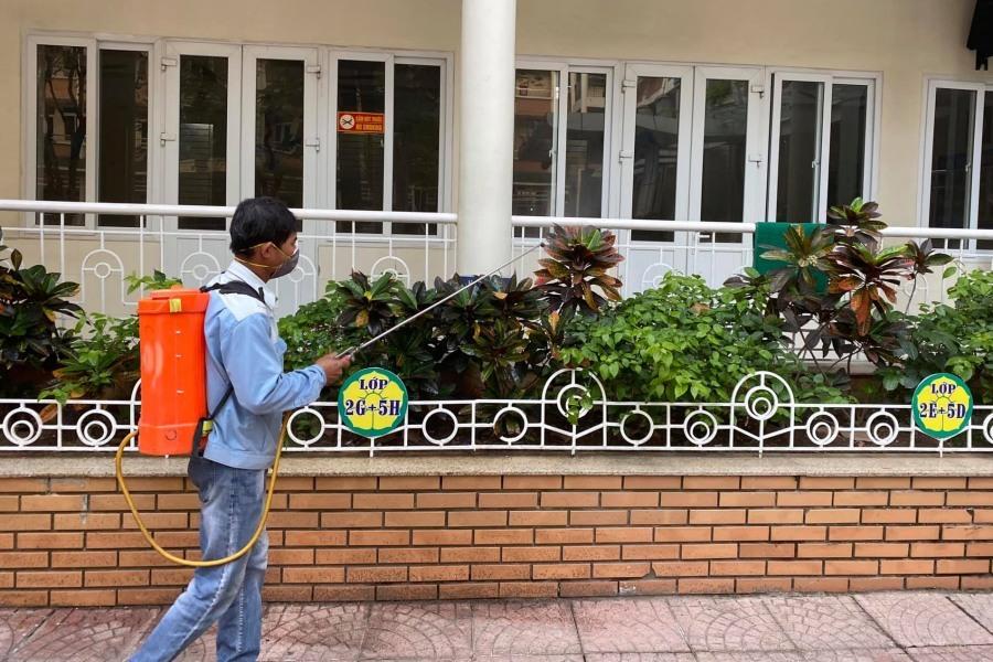 Trường học Hà Nội chuẩn bị phòng cách ly trước khi đón học sinh trở lại