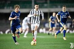Ronaldo lập công, Juventus vẫn bị cầm chân