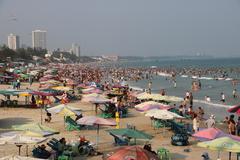 Biển Vũng Tàu đông nghẹt ngày cuối tuần