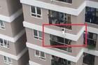"""Người quay clip bé gái 2 tuổi rơi tầng 12A chung cư kể phút """"đau tim"""""""