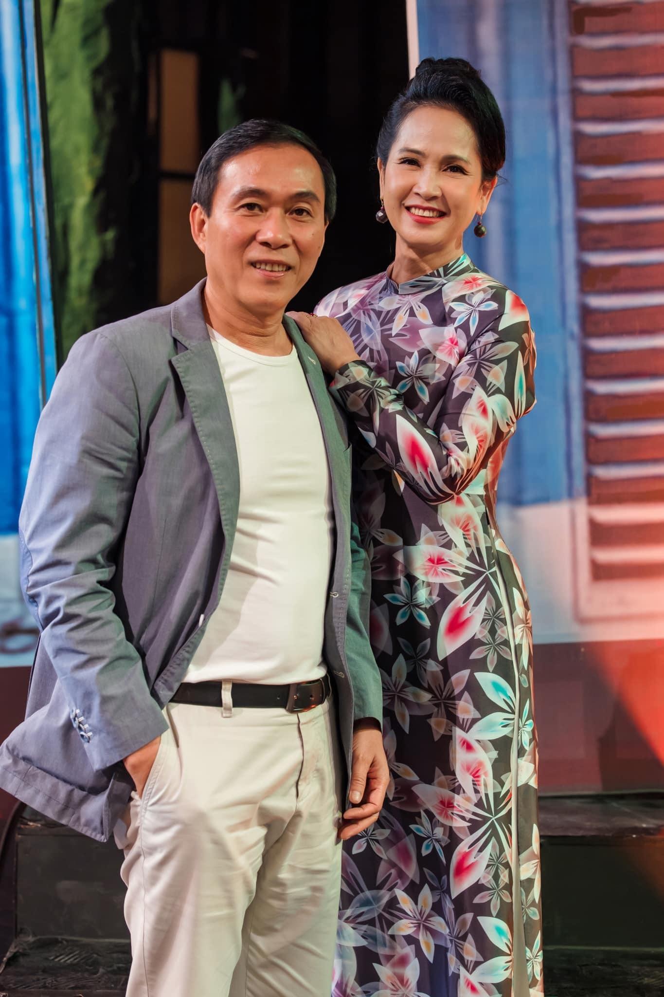 NSND Lan Hương: 'Chồng tôi không nói lời hoa mỹ, không lãng mạn'