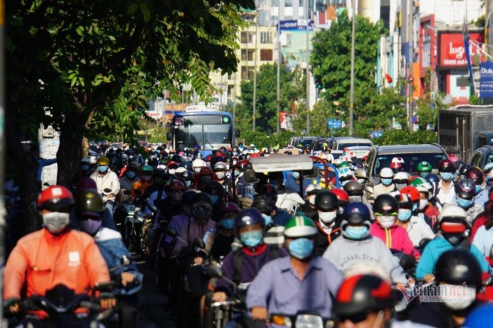 Đường Sài Gòn kẹt không lối thoát ngày học sinh quay lại trường