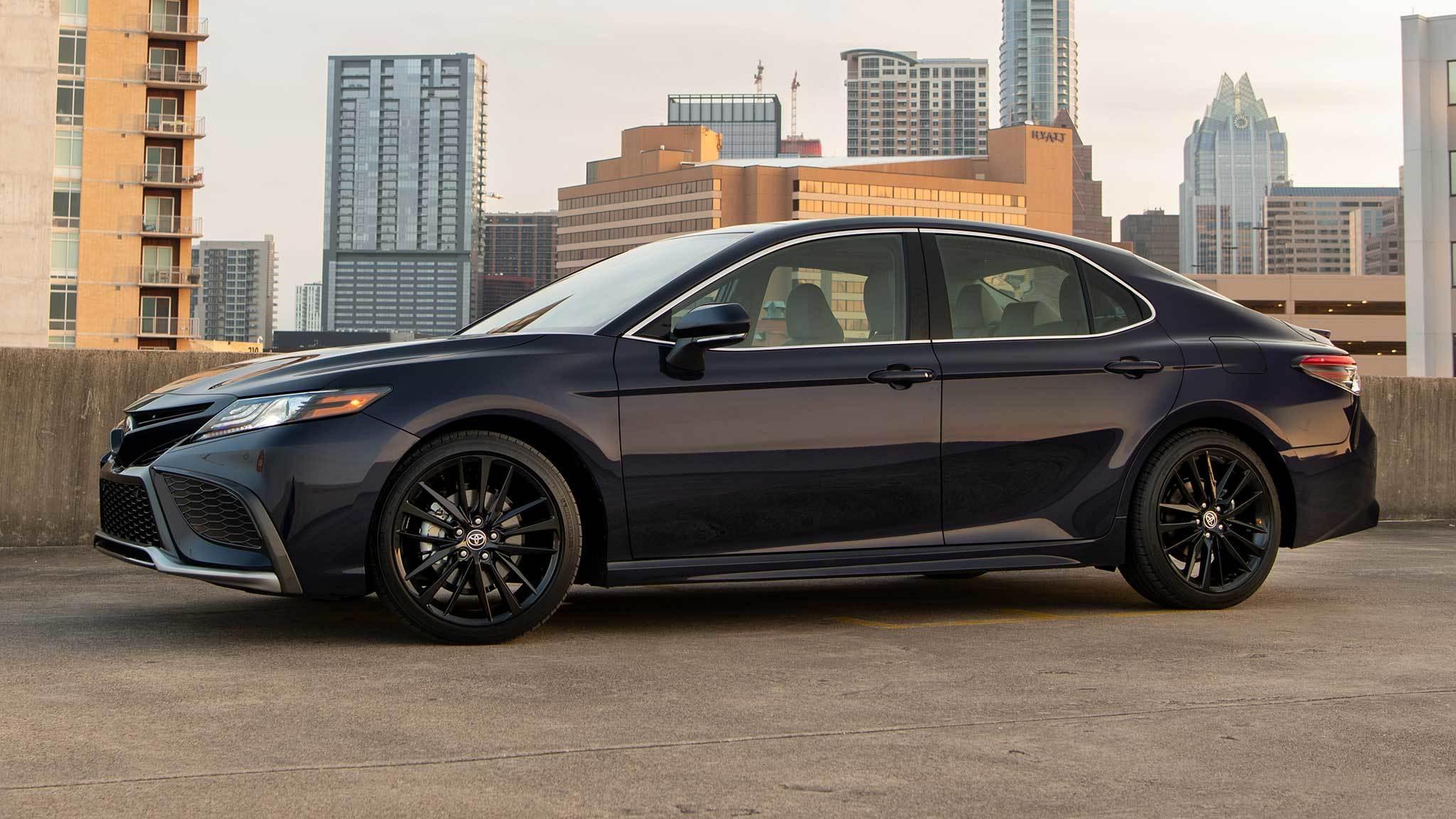 Những chiếc sedan tầm trung tốt nhất 2021