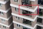 Vụ bé rơi từ tầng 12: Ở chung cư cần lưu ý điều này để con trẻ an toàn