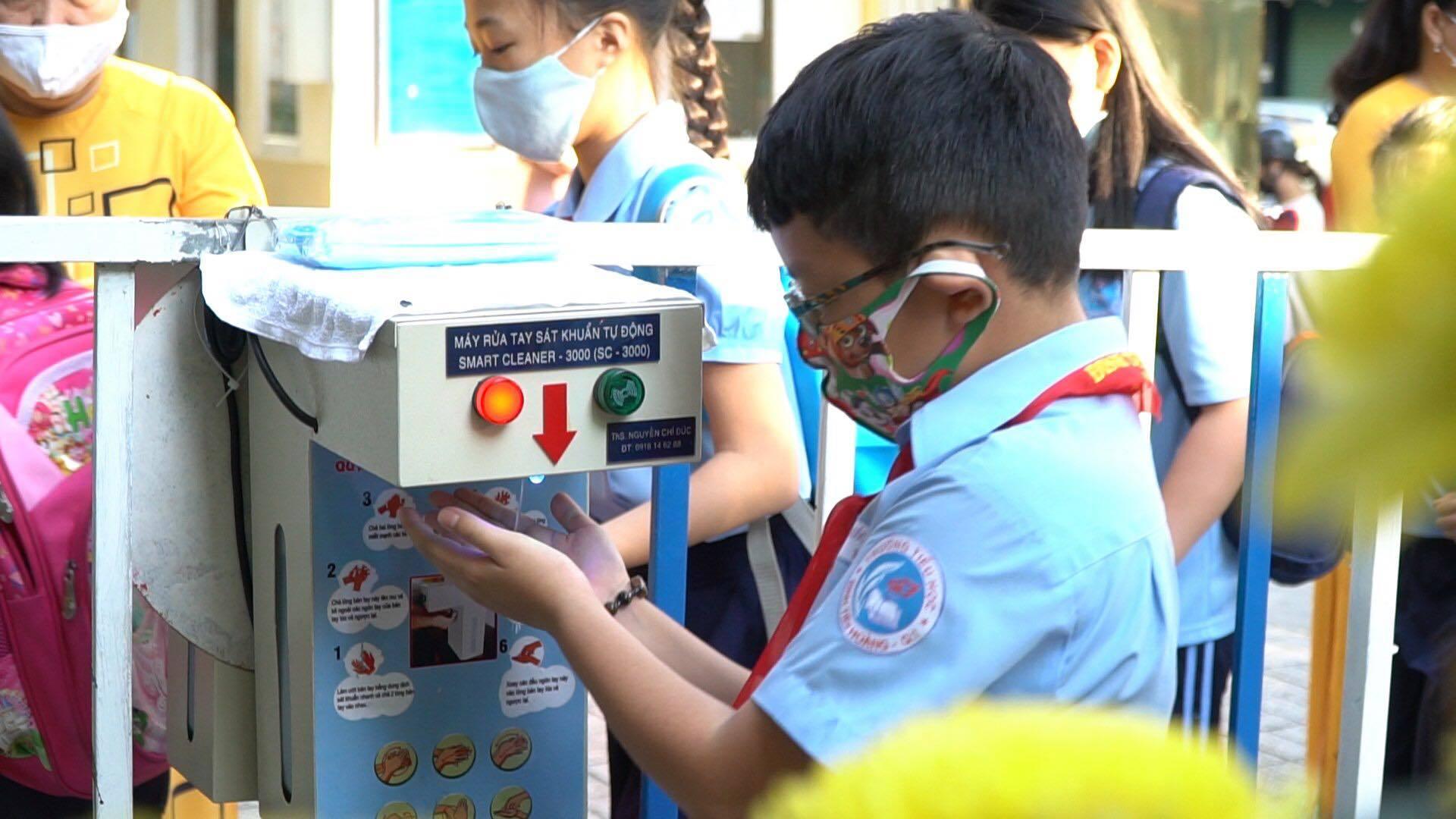 1,7 triệu học sinh TP.HCM trở lại trường