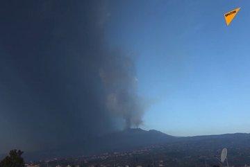 Núi lửa Italia hoạt động, tro bụi bay cao gần chục km