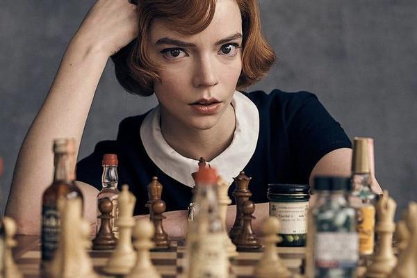 Mỹ nhân 26 tuổi thắng Quả cầu vàng 2021 nhờ vai thiên tài cờ vua