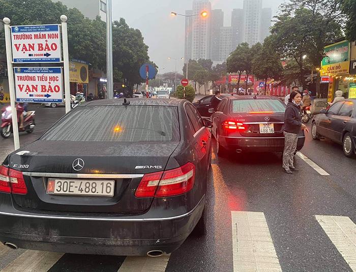 Hai xe Mercedes trùng biển số: Sử dụng biển giả bị phạt bao nhiêu?
