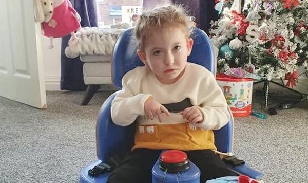 Hội chứng lạ khiến em bé 4 tuổi không thể cười