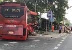 Xe khách va chạm xe đạp rồi lao vào cột điện làm 3 người chết