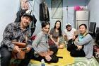Diễn viên Thương Tín xin xuất viện về nhà trọ