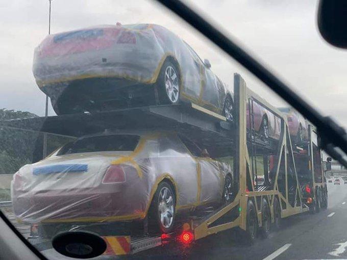 Nhà vua ở châu Phi mua 19 chiếc Rolls Royces tặng vợ