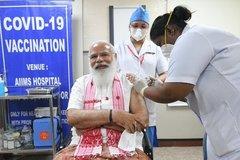 Thủ tướng Ấn Độ tiêm vắc-xin phòng Covid-19