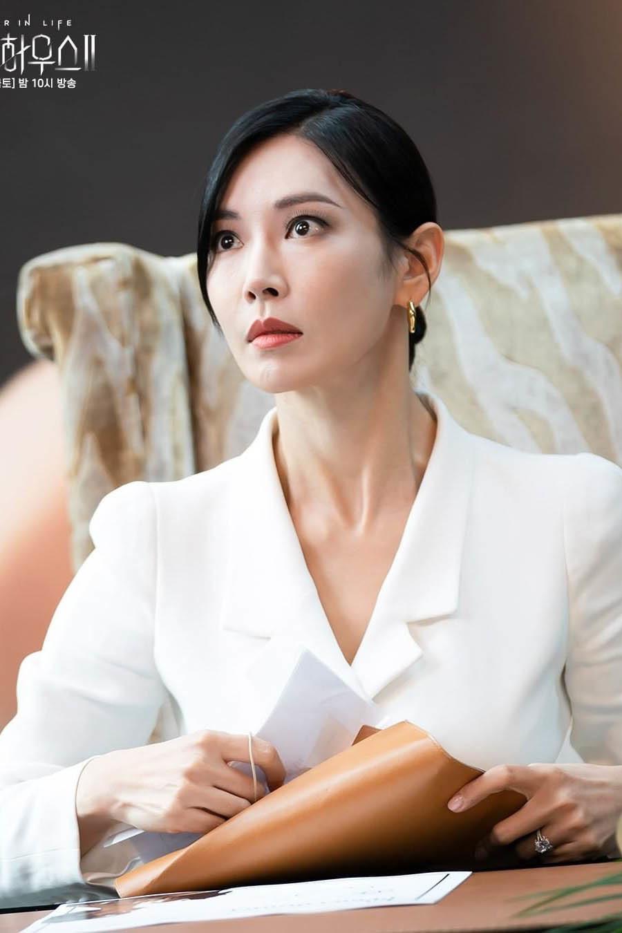 'Ác nữ' Penthouse vượt mặt Song Joong Ki