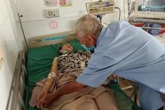 Hai cụ già neo đơn run rẩy xin được giúp 50 triệu đồng phẫu thuật