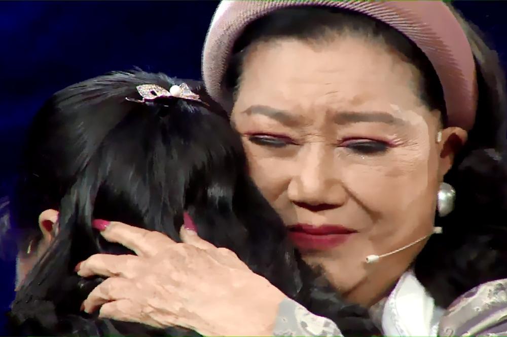 NSND Kim Cương khóc nghẹn gặp lại con gái nuôi sau 45 năm thất lạc
