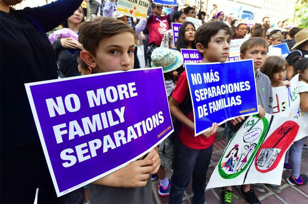 Các gia đình ly tán dưới thời ông Trump được ở lại Mỹ