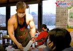 """Nhà hàng lẩu """"nóng càng thêm nóng"""" vì dàn phục vụ 6 múi bán khỏa thân"""