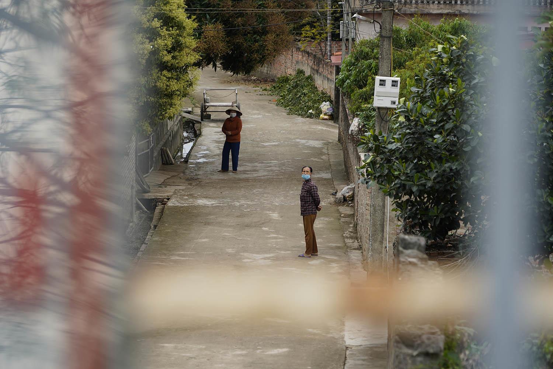 Người dân thôn Kim Điền mong mỏi thời khắc dỡ phong toả.