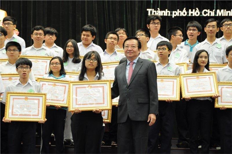 TP.HCM lùi ngày thi học sinh giỏi lớp 9 và 12 - giá vàng 9999 hôm nay 1311