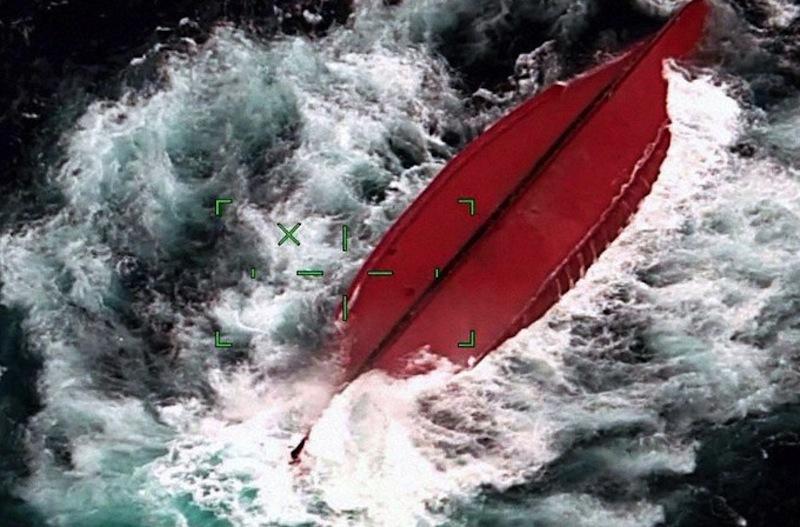 Tàu Trung Quốc lật ngoài khơi Nhật Bản, 5 người mất tích