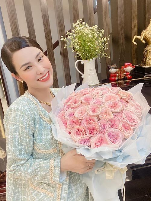 Hoài Linh tươi cười bên con gái của ca sĩ Pha Lê