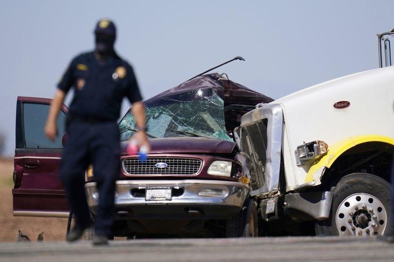 Ô tô đâm nhau ở Mỹ, 13 người chết