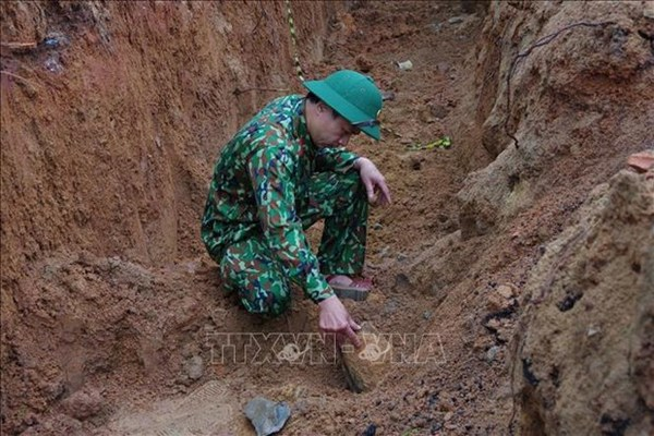 War-time bomb safely removed in residential area in Quang Binh