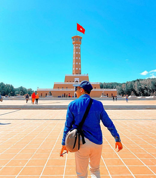 Seven flag towers popular with visitors in Vietnam