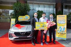 Khách hàng may mắn nhận xe sang dịp sinh nhật Nam A Bank