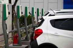 Sạc pin 20 phút, ô tô điện Việt Nam chạy cả trăm cây số