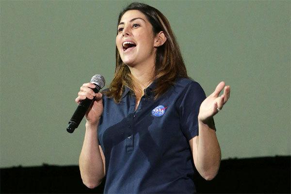 Nữ giám đốc NASA từng làm dọn phòng để có tiền đóng học phí