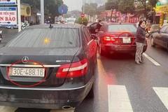 Hai xe Mercedes cùng biển số: Một chủ xe chưa xuất trình được giấy tờ