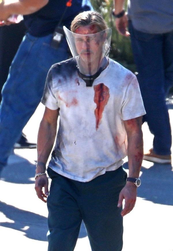 Brad Pitt tơi tả, bầm dập ở phim trường