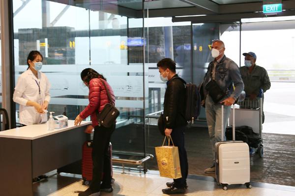 Hành khách tấp nập 'đổ bộ' sân bay Vân Đồn ngày đầu mở cửa trở lại
