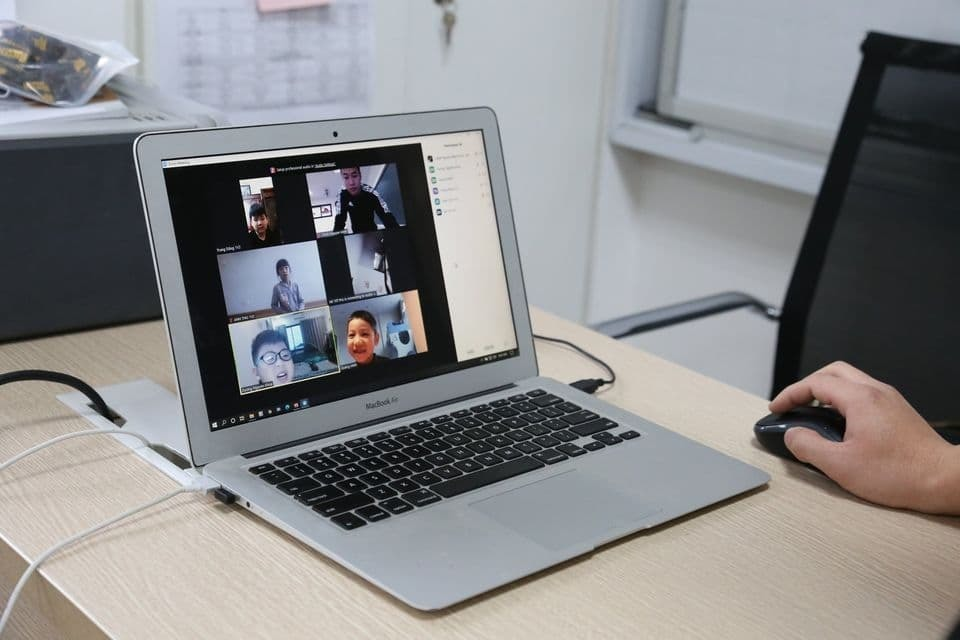 Education Ministry considers more online teaching for Vietnam