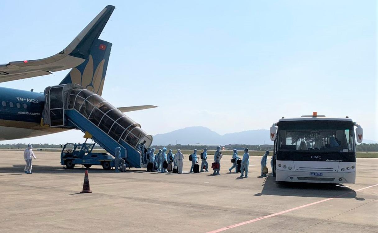 Hình ảnh 2 chuyến bay đưa 388 người Việt từ Myanmar hồi hương