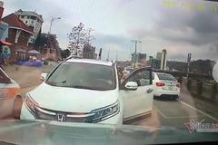 """Lấn làn ngược chiều, tài xế Honda CRV còn """"hổ báo"""", thách thức"""