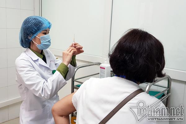 Việt Nam hoàn thành 65% mũi tiêm giai đoạn 2 vaccine Nanocovax