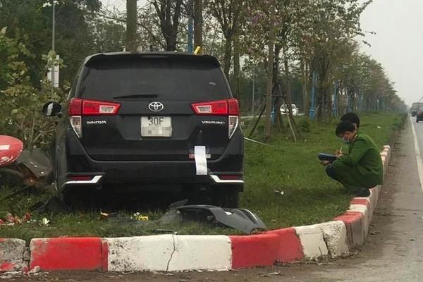 Ô tô đâm điên loạn khiến ba người thương vong ở Hà Nội