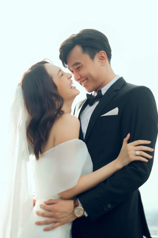 Khoảnh khắc ngọt ngào của Hồ Ngọc Hà, Kim Lý bên hai con