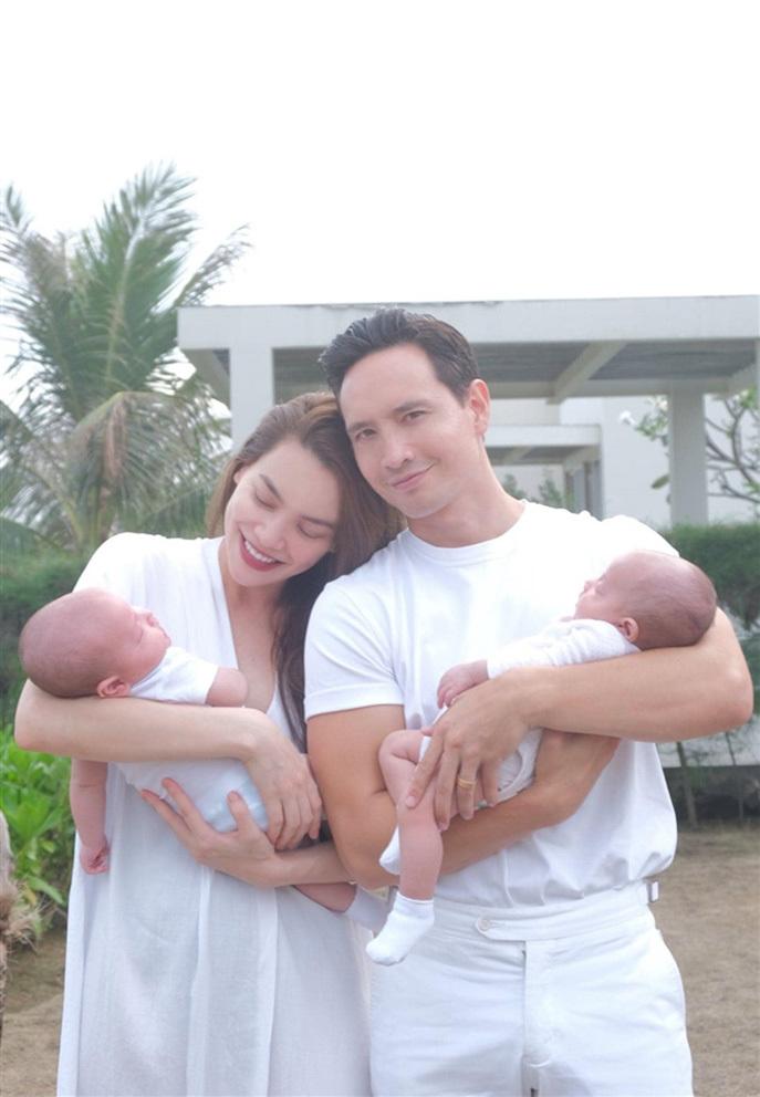 Cặp song sinh 4 tháng tuổi đáng yêu của Hà Hồ - Kim Lý