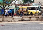 Xe đưa đón học sinh nát đầu sau tai nạn với xe tải ở Quảng Bình