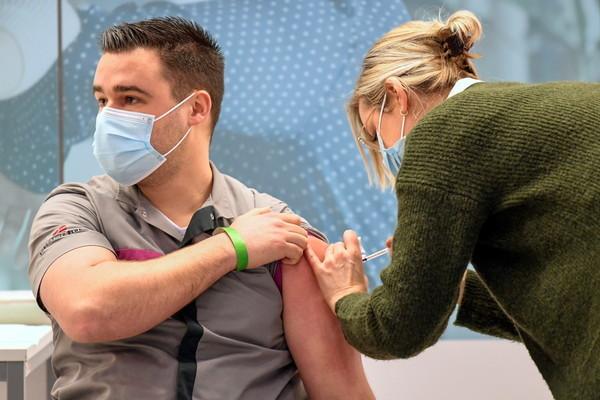 Mỹ tiêm 2 triệu liều vắc-xin mỗi ngày, ông Biden trên đà hoàn thành mục tiêu