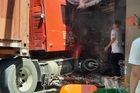 Xe container đâm sập nhà dân dưới gầm cầu Phú Mỹ, một người thiệt mạng