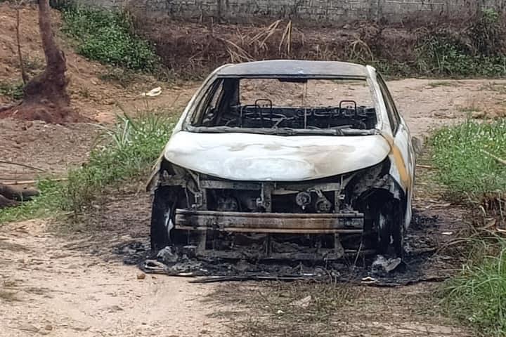 Chém 2 người rồi đốt ô tô chở nạn nhân đi viện