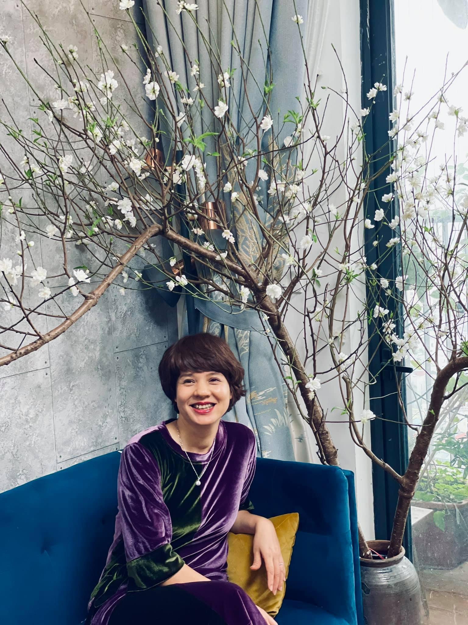 MC Diễm Quỳnh U50 trẻ trung, sành điệu